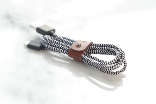 Cable carga Lightning de Native Union Belt 1,2 metros color zebra