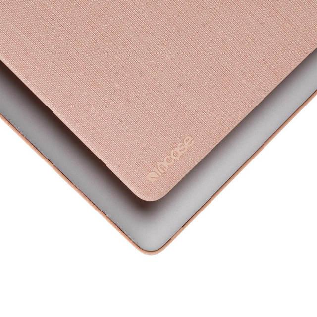 """Vista superior del acabado Woolenex de la carcasa Incase para MacBook Pro 16"""""""
