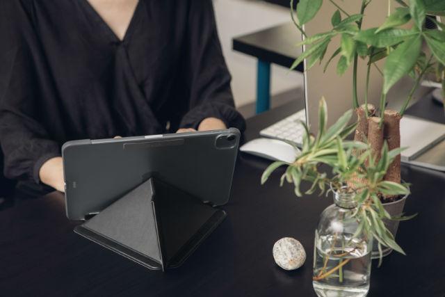 """Funda iPad Moshi Versacover iPad Air 10,9"""" de 4ª generación de 2020"""