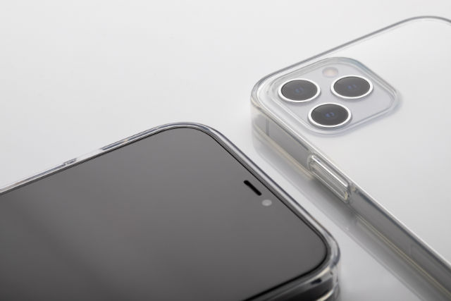 Moshi Vitros carcasa transparente que deja ver diseño original del iPhone 12 / Pro