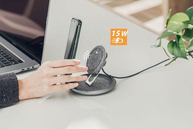 Base de carga inalámbrica Lounge Q de Moshi con potencia hasta 15W para dispositivos Qi y 7,5W para iPhone